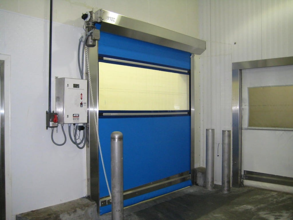 Drip-Safe™ Option The Clean-Roll® door with the optional Drip-Safe guard enables fragile food cargoes to safely move through the doorway—further protecting raw or processed foods from contaminants and moisture condensation. The Drip-Safe is an automatic pneumatic drip-catch tray that moves under the roll drum when the door opens. When in place, the tray catches liquid residue from falling onto product as it passes through the doorway.